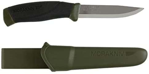 モーラナイフ。キャンプで調理や薪割りに使う。