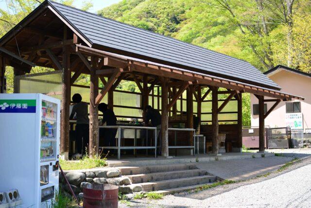 青根キャンプ場のリバーサイトとムーンサイトの炊事場