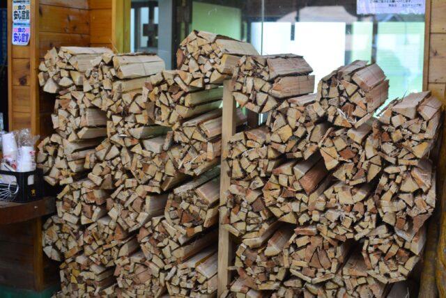 玉川キャンプ村の薪